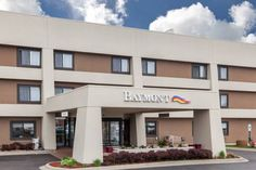 Baymont Inn & Suites Glenview Glenview (Illinois) Just off Interstate 294 and less than 10 minutes' drive from The Glen Club, this Glenview hotel features guest rooms with free WiFi and cable TVs.