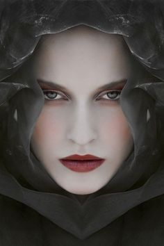 Fantastic portrait on Inspirationde Photo Portrait, Portrait Photography, Fashion Photography, Makeup Inspiration, Character Inspiration, Best Makeup Products, Close Up, Make Up, Fantasy