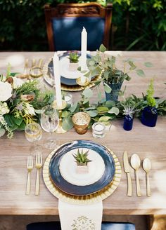 I'll be completely redoing my personal wedding Pinterest board after swooning thisshoot overflowing with navy and gold goodness. Florals byKate Foley Designsand the cake by Sugar Bee Sweets match that idea of simplistic beauty, and you can escape to Italia