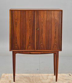 Kurt Østervig; Rosewood Bar Cabinet, 1960s. Media Cabinets, Bar Cabinets, Mid Century Lighting, Basement Remodeling, Midcentury Modern, Credenza, Interior Styling, Cupboard, Consoles