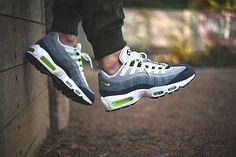Nike Air Max 95 iD Neon Alternate par Sneakers Addict Jeans Und Sneakers, Sneakers Mode, Grey Sneakers, Suede Sneakers, Sneakers Fashion, Sneakers Style, Platform Sneakers, Fashion Shoes, Adidas Sneakers