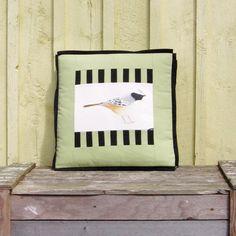 Retrouvez cet article dans ma boutique Etsy https://www.etsy.com/ca/listing/192123030/pillow-the-chirper-bird-illustration