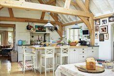 Shabby and Charme: Una farmhouse da sogno nell'Hampshire Cottage House Interior, English Interior, House Interior, House, English Cottage Decor, House And Home Magazine, English House, English Country House, Cottage Kitchens