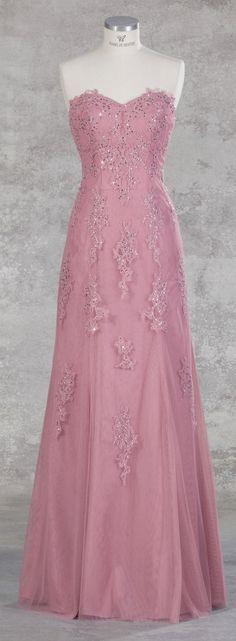 Isabel de Mestre - Evenings Abendkleider Kollektion 2017 (Art.16E 001): Langes Abendkleid in Rosé mit tollen Spitzenverzierungen.