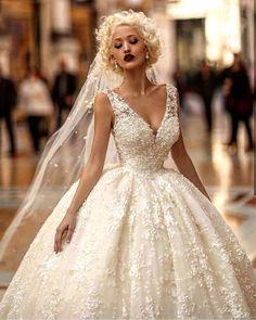 Bayıldım ��  #nişan #söz #nişanlık #wedding #dress #weddingdress #bride #bridetobe #bridemaids #weddings #gelinlikmodelleri #gelinlik #gelin #gelincicegi #gelintaci #gelinmakyajı #güzelgelin #hennanight #henna #pretty #love #sweet http://gelinshop.com/ipost/1521076646479615903/?code=BUb8yalj1ef