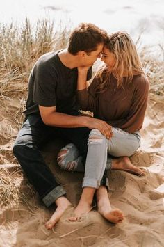 Playful beach couple session engagement session syling and o Summer Couple Pictures, Couple Picture Poses, Photo Couple, Couple Posing, Couple Shoot, Couple Beach Photos, Couple Pics, Couple On The Beach, Couple Photoshoot Ideas