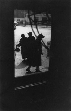New Street Art Photography Black And White Saul Leiter Ideas Saul Leiter, Street Art Photography, People Photography, Color Photography, Glamour Photography, Lifestyle Photography, Editorial Photography, Fashion Photography, Black And White People