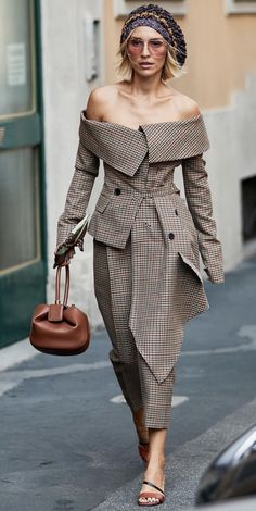 9868ecdbbe6 Couture women s business chic look check out more of what s on trend.  Michele Wellida