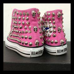 #allstar #malteselab #borchie #borchiate #studs #skull #starsbars #ilmalteselab #ilmaltese #malteselab #instapic #shoes #fashion #moda #vogue #carpi #picoftheday #modena #fluo #converse #proleather #teschi #nike #blazer #creepers #clippers