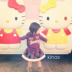 *  good afternoon(๑′ᴗ‵๑)☀  We met Kitty's Bustoday!  *  今日も寒いねー!  パパが明日仕事始めなので、連休最終日はコストコ行ったり、近場をぷらぷらしてるよ(๑′ᴗ‵๑)  *  みんなも楽しい一日になりますように✨  *  #親バカ部 #children #kids #ぱっつん  2013.01.03 - @kinax- #webstagram