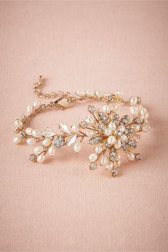 Gorgeous fleur pearl bracelet