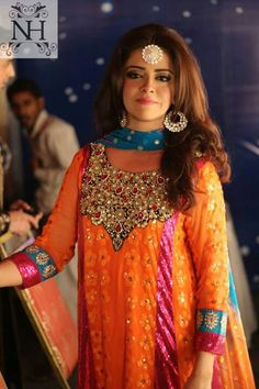 This would be a pretty mehndi outfit! Pakistani Wedding Dresses, Pakistani Bridal, Pakistani Outfits, Indian Dresses, Indian Outfits, Ethnic Fashion, Asian Fashion, Women's Fashion, Indian Attire