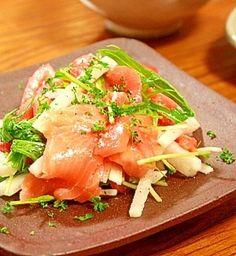 「スモークサーモンと水菜と大根のサラダ」混ぜてしまうのでスモークサーモンが不揃いな切り落としでも気になりません【楽天レシピ】