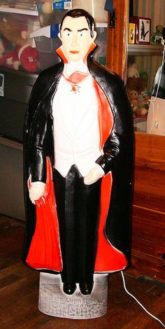Count Dracula Blowmold Vintage Halloween Images, Retro Halloween, Vintage Halloween Decorations, Halloween Prints, Halloween Items, Halloween Birthday, Outdoor Christmas Decorations, Halloween Skull, Holidays Halloween