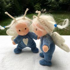Erste Flugversuche - aber es war einfach zu unruhig heute... Die Mini Libellen werden morgen (Samstag) Mittag - also 12 Uhr MESZ - in meinen Shop (Pflanzenfaerberin.de/Puppen-dolls) hüpfen und dann in zu ihren Mamas fliegen dürfen. Vorher wird natürlich noch ein bisschen geübt First flight lessons with these new Mini dragonflies - but it was too stormy today... They will be available in my shop tomorrow (Saturday) at noon CEST. #minipuppe #minidoll #minibaby #libellenpuppe #dragonflydoll