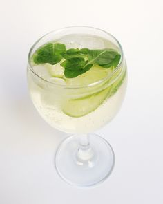 HUGO COCKTAIL  In a large wine glass muddle few mint leaves. Add 1 tbsp of elderflower syrup (or 2 tbsp if you like sweeter), 100ml champagne, ice, limes and top with sparkling water. * You can use white wine instead of champagne.  #recipe #hugo #cocktail #elderflower #champagne #mint #lime