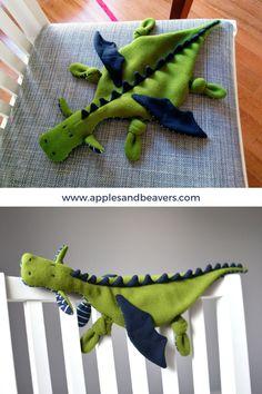 Sewing Stuffed Animals, Stuffed Animal Patterns, Sewing Projects For Kids, Sewing For Kids, Sewing Toys, Sewing Crafts, Make A Dragon, Felt Dragon, Instruções Origami