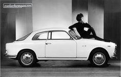 Alfa Romeo Giulia Sprint 1300 (1964) - elegant präsentiert #AlfaRomeoGiuliaSprint #AlfaRomeo #Giulia #Sprint #AlfaRomeoGiulia #zwischengas #classiccar #classiccars #oldtimer #oldtimers #auto #car #cars #vintage #retro #classic #fahrzeug