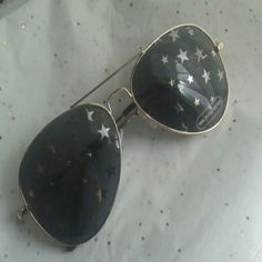 NWOT Starry  aviator sunglasses Brand new gold frame s and reflective stars on the lens Accessories Sunglasses