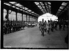 Arrivée à la gare de Lyon du général Albricci et de la délégation militaire italienne (agence de presse Meurisse, 1921).
