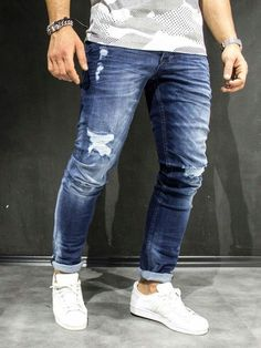 Cheap Mens Fashion, Mens Fashion Blog, Denim Fashion, Man Fashion, Fashion Kids, Slim Fit Ripped Jeans, Blue Jean Outfits, Estilo Jeans, Swag Outfits Men
