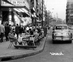 Terraza en la Gran Vía. 1964 http://ibytes.es/blog_historia_de_madrid_fotografias_1907-1965.html