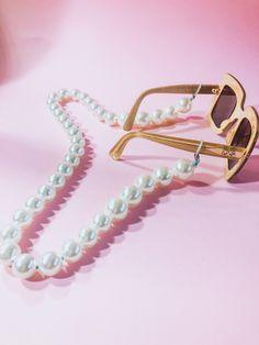 The Mora Smoothie fashion blog, DIY fashion by Paola Buonacara: DIY catena per occhiali Bangles, Bracelets, Diy Fashion, Smoothie, Jewerly, Chanel, Blog, Crafts, Dessert Food