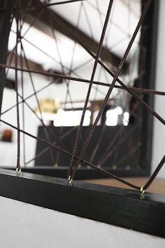 Garde-corps géométrique en fils tendus entremêlés