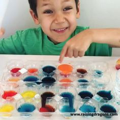 Baking soda & vinegar never disappoints as a kid's science experiment and this one incorporates color for even more fizzy fun! - Kids education and learning acts Science Crafts, Science Fair Projects, Preschool Science, Science For Kids, Art For Kids, Crafts For Kids, Preschool Kindergarten, Science Art, Science Daily