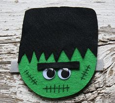 This adorable Frankenstein is made from a recycled CD!! You've got to see how to make Halloween crafts for kids from recycled items.