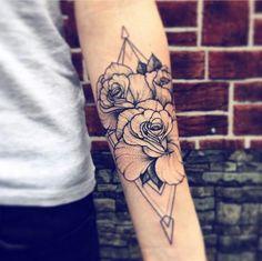 Rose graphics tattoo