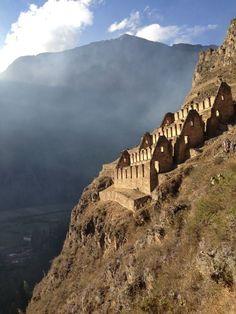 Machu Pichu, Ollantaytambo, #Peru... Right at the edge of the cliff... Astonishing!