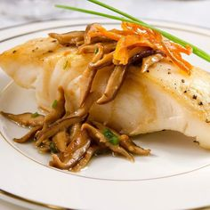 Oggi ho mangiato pasta percui stasera solo pesce e verdura: Spigola con funghi shitake  #foodporn #healthy #lowcarb #fodmapdiet #lemonjuice #vegetables #lowcalorie #vegetarian  #senzagrassi #glutenfreeliving #noglutine #vegan #gf #lunch #healtyt #light #weightloss #yummi