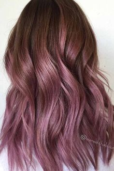 35 Trendy Lilac Hair Shades Chocolate lilac hair has become trendy these days. Have you already seen all the latest hot shades? You can observe them in our photo gallery. Lavender Hair, Lilac Hair, Gold Hair, Dusty Rose Hair, Hair Color Highlights, Hair Color Balayage, Haircolor, Cabelo Rose Gold, Hair Shades