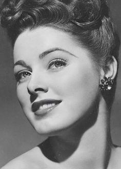 Eleanor Parker, 1944. Foi uma premiada atriz americana, indicada três vezes ao Óscar de melhor atriz da Academia de Artes e Ciências Cinematográficas de Hollywood e tendo vencido, no Festival de Veneza de 1950, a Coppa Volpi de melhor atriz.