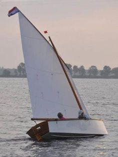 Achieve best Cost/Performance with Traditional Sailing Rigs - Balance, standing lugs and sprit rig sails - Storer Boat Plans in Wood and Plywood Plywood Boat Plans, Wooden Boat Plans, Simple Boat, Runabout Boat, Duck Boat, Boat Projects, Boat Building Plans, Wood Boats, Boat Design