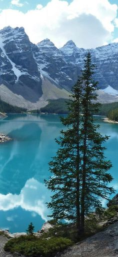 Moraine Lake in Alberta, Canada Merida, Places To Travel, Places To See, Beautiful World, Beautiful Places, Ontario, Photo To Art, Mountain Landscape, Moraine Lake