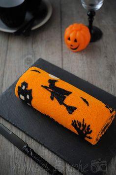 How to : a Halloween jelly roll cake / Gâteau roulé d'Halloween à motifs http://www.amusesbouche.fr/2014/10/gateau-roule-d-halloween.html