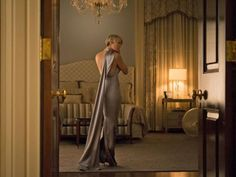 The impressive wardrobe of actress Robin Wright as Claire Underwood in House of Cards has caught the attention of eagle-eyed fans and with the series returning to Netflix today, her wardrobe is set to get a very stylish makeover.