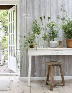 Natuurlijk hout behang vergrijsd blauw uit de collectie Cabana van ESTAhome.nl #wallpaper #botanisch