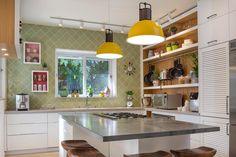 תהליך שהתחיל בשדרוג המטבח בלבד הלך והתרחב לכדי הגדלת פינת האוכל, שדרוג חלל הטלוויזיה, השקעה בתאורה והצבת אלמנטים אמנותיים בכניסה