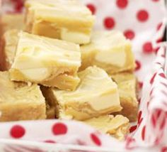 White chocolate chip fudge- looks yummy! Bbc Good Food Recipes, Sweet Recipes, Yummy Recipes, Recipies, Shortbread, Oh Fudge, White Chocolate Fudge, Homemade Candies, Homemade Sweets