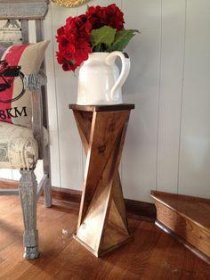 Twisty table. Una bella idea per creare una piccola colonna porta vaso ottenendo un'effetto inconsueto