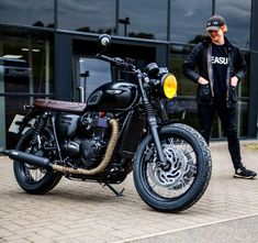 """Rupert Grint visits Triumph Motorcycles again. (April 29 / """" """"Film star Rupert Grint stopped by the Triumph factory this weekend to pick up his blacked out Bonnie [x] He said last. Triumph T120, Triumph Cafe Racer, Triumph Bonneville T100, Triumph Motorcycles, Scrambler Custom, Triumph Scrambler, Cafe Bike, Cafe Racer Bikes, Retro Motorcycle"""