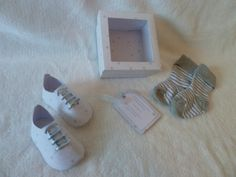 HAND MADE NEW BORN BABY BOY GIFT BOOTIES & SOCKS GIFT SET -