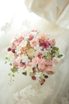 ナチュラルシャワーブーケと花鎖 ジャスミンのプリザーブドで 新横浜プリンスホテル様へ : 一会 ウエディングの花