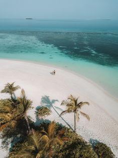 The Maldives travel guide for all the budgets, luxury and afforables resorts Maldives Honeymoon, Best Honeymoon Destinations, Maldives Travel, Vacation Places, Amazing Destinations, Holiday Destinations, Dream Vacations, Places To Travel, Places To Go