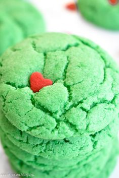 Grinch Crinkle Cookies: Festive, cakey cookies that bear a strong resemblance to a certain Christmas Grinch! Best Christmas Recipes, Christmas Deserts, Holiday Desserts, Holiday Baking, Holiday Treats, Christmas Baking, Holiday Recipes, Christmas Holidays, Grinch Christmas