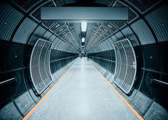 Hallen: Een futuristische tunnel.