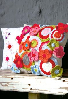 Make this cushion cover using circular and flower motifs.